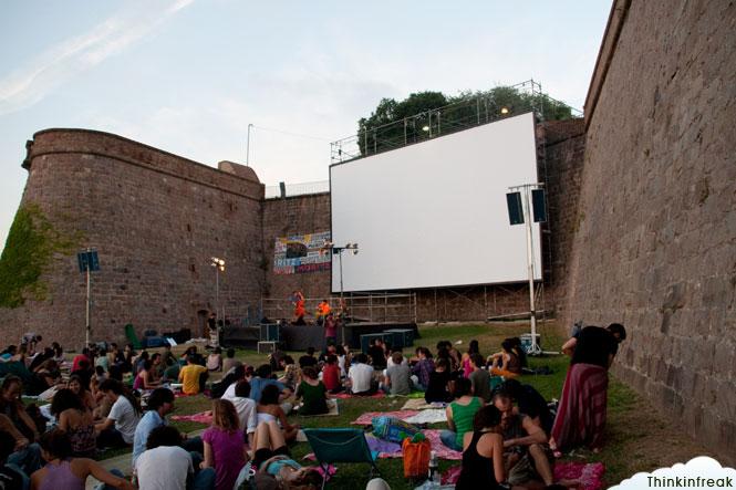 Sala montju c cinema a la fresca for Cinema fresca montjuic